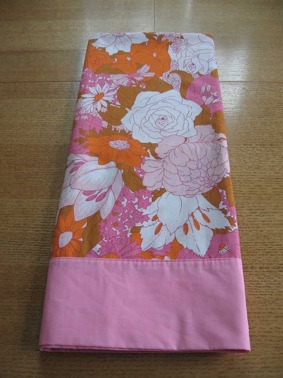 Fab mod flowers full size sheet in pinks and orange, 1960s