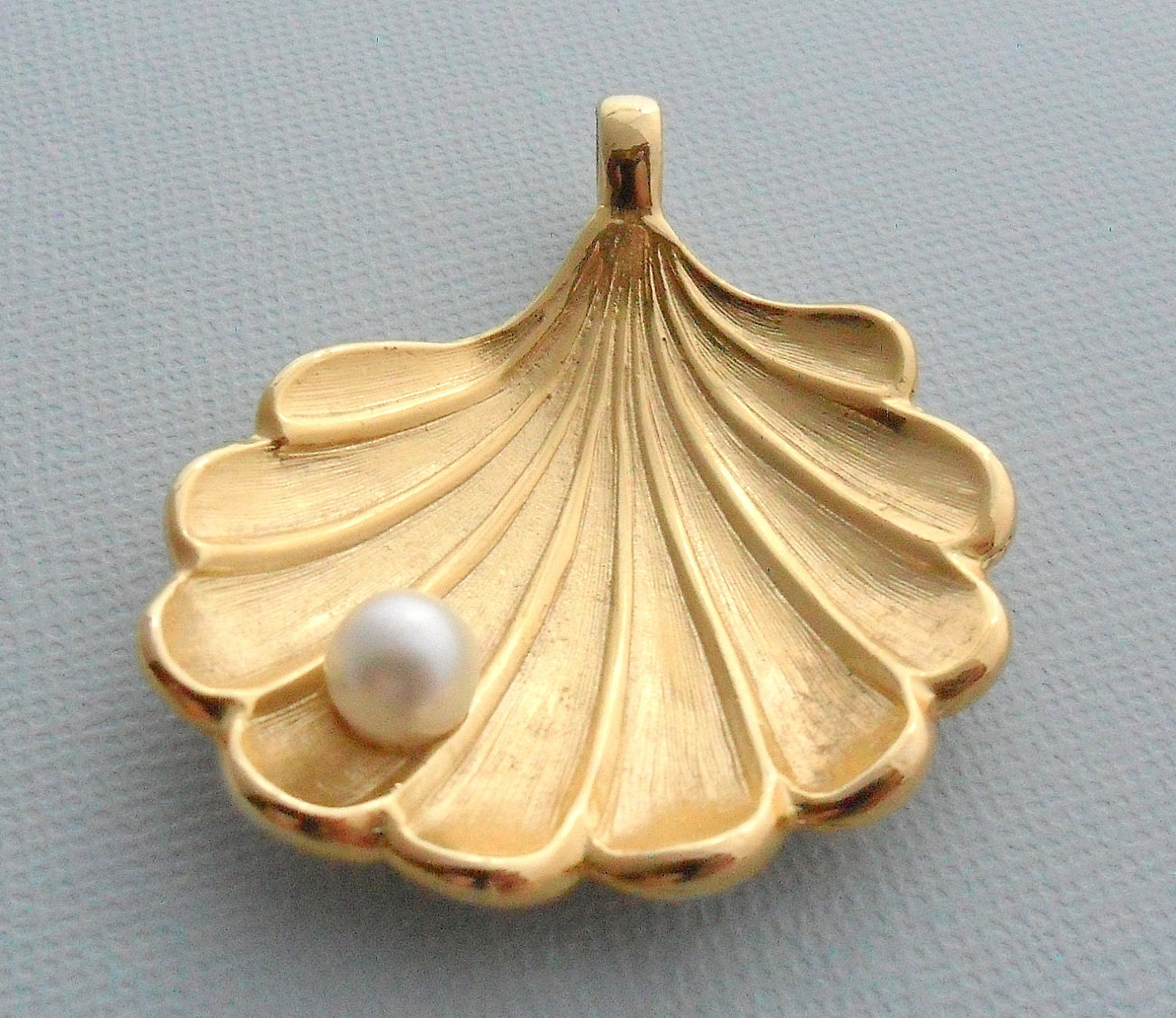 gold tone seashell and imitation pearl pendant by
