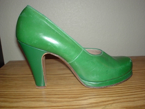 Reserved Do Not Buy Pin Up Platform Bright Kelly Green Leather 1940s Pumps 6 1/2 Narrow