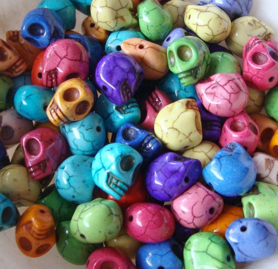 40 SUGAR SKULLS Gemstone Beads, Mixed Bright Colors Howlite, Halloween beads, carved stone  how0382