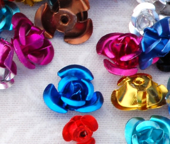 Tiny Aluminum FLOWER Beads, mixed colors . 25 pieces bme0337