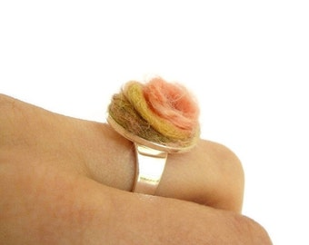 Spring ecofriendly geranium pink - oker yellow - gold green -  flower ring