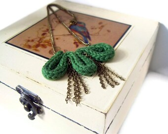 Fresh Green moss necklace - Nature balance and harmony moss green and antique gold chain