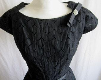 Vintage 50's Black Eyelet. Wiggle dress. Steam Punk Wedding.Femme Fatale.Pin Up. Holiday Cocktail Party dress 36 27 36