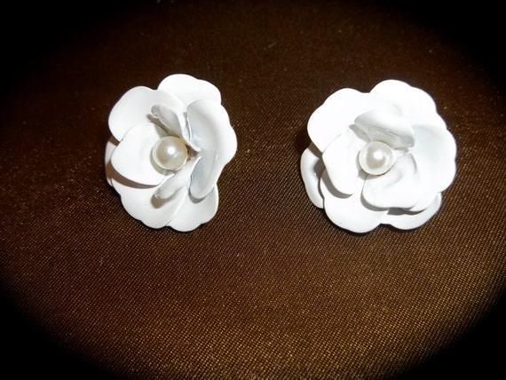 Vintage Enameled Flower Earrings Pearl Center