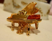 Vintage Avon 3D Baby Grand Piano Push Pin Faux Tourtois Shell Gold Plated All Original Classical Music Orchestra