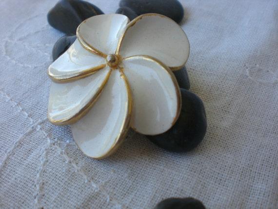 SALE White Flower Vintage Brooch