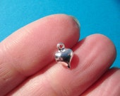 10 x PUFFED HEART Silvertone charm for your craft projects Tibetan Silver (FREE combined postage on all charms) Colgante Corazon