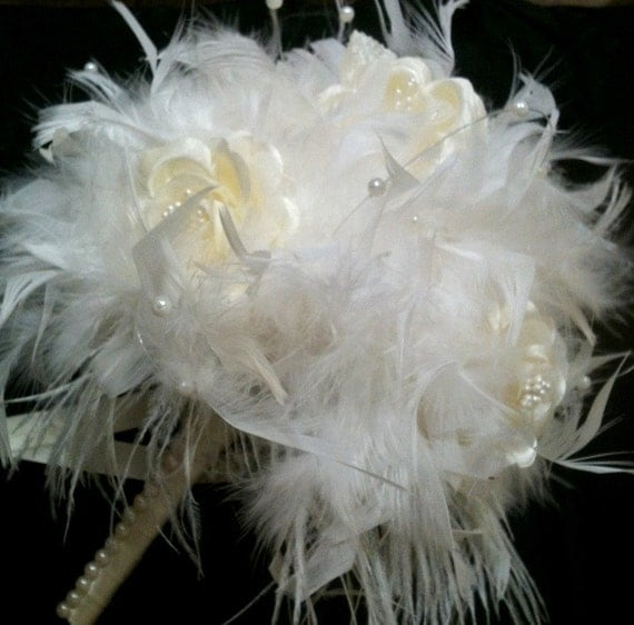 VINTAGE Style Ivory Feather Flowers Bridal Bouquet - Pearls and Roses White Ostrich Feathers Wedding Bouquets Rose Custom Bride Colors