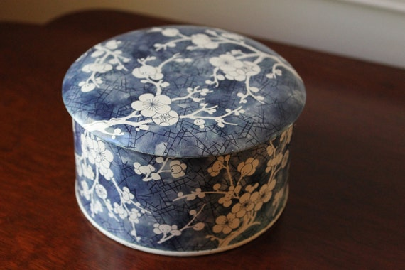 Decorative tin container - made in England