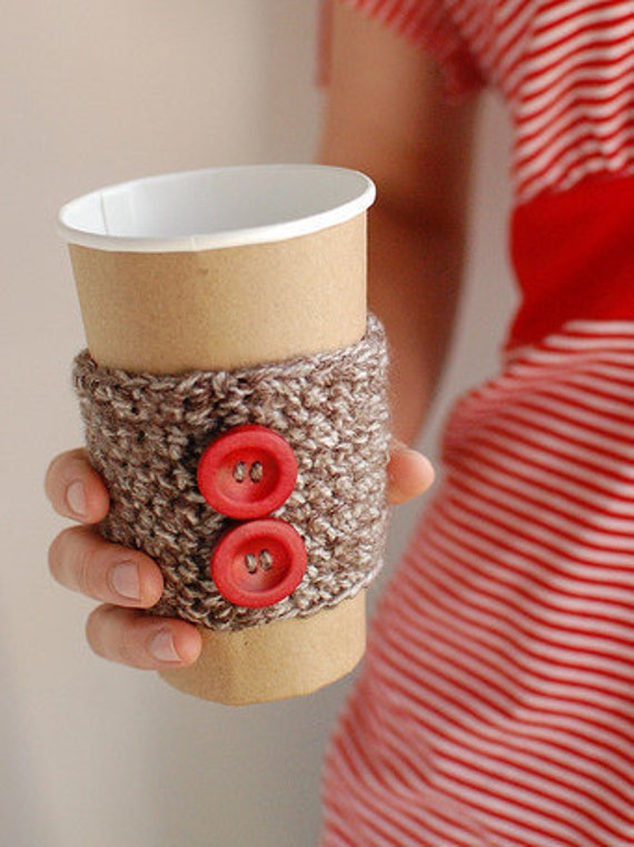 Natural coffee cozy with red wooden buttons by The Cozy Project