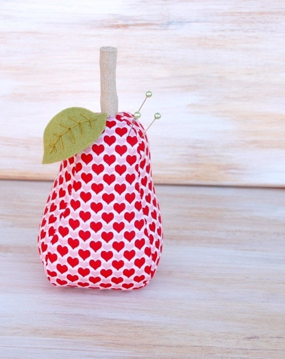 Hearts Pear - Pincushion - Valentine's Day - Weighted - EtsyXO