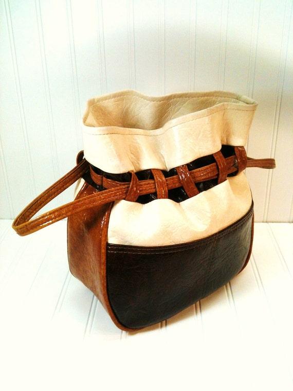 Vintage Vinyl Cinch Handbag. 1970's Textured Leatherette.  Multi-Tone Browns.