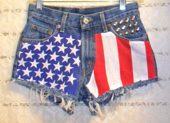 Levis MID-Low  Rise Denim Shorts -Studded  American Flag Style--See measurements