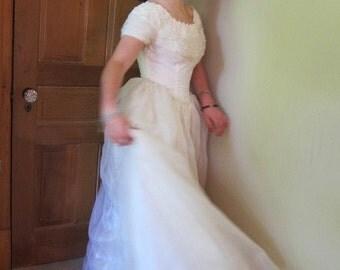 1950s vintage wedding dress , white organza dress, alternative wedding, wedding dress 50s, romantic dress,