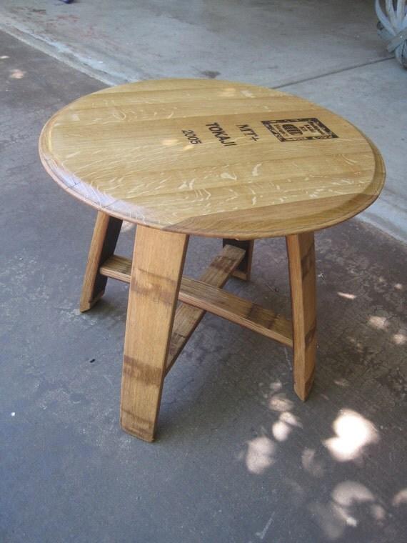 table dappoint fait de douelles de tonneau de vin et top. Black Bedroom Furniture Sets. Home Design Ideas