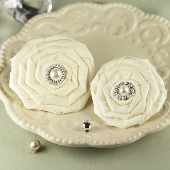 Fabric flowers Coiled Pearls Emily 552442 Cream Ivory Satin fabric layered flower with vintage jewelry insired center