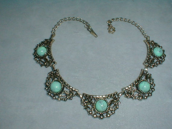 chunky southwestern antiqued silver tone faux turquoise cabochons scalloped necklace