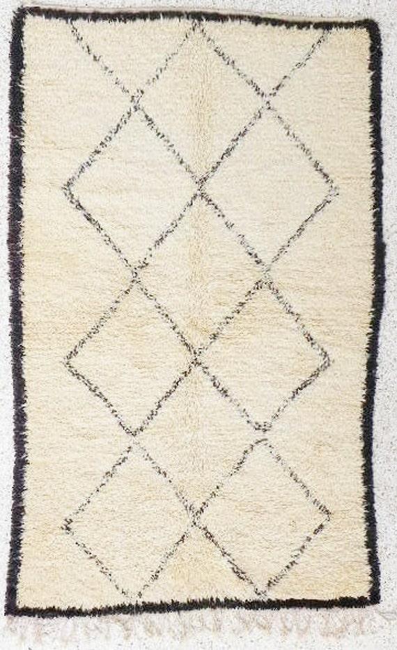 natural virgin wool carpet BENI OUARAIN berber rug from Morocco