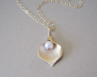 Gold Petal Pearl Necklace