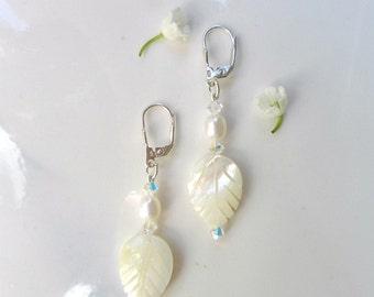 Pearl dangle earrings, pearl wedding earrings, White Pearl bridal earrings Crystal Ivory mother of pearl, pearl earrings bridesmaid,
