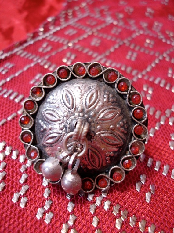 Kuchi Indian red dangle bell ring