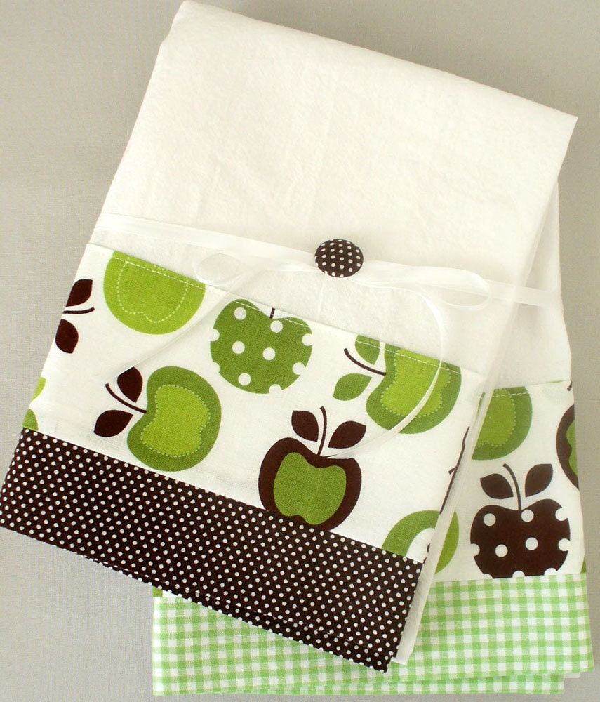 Dish Towel In: Kitchen Towel With Apple Pattern In Green And Brown Cotton