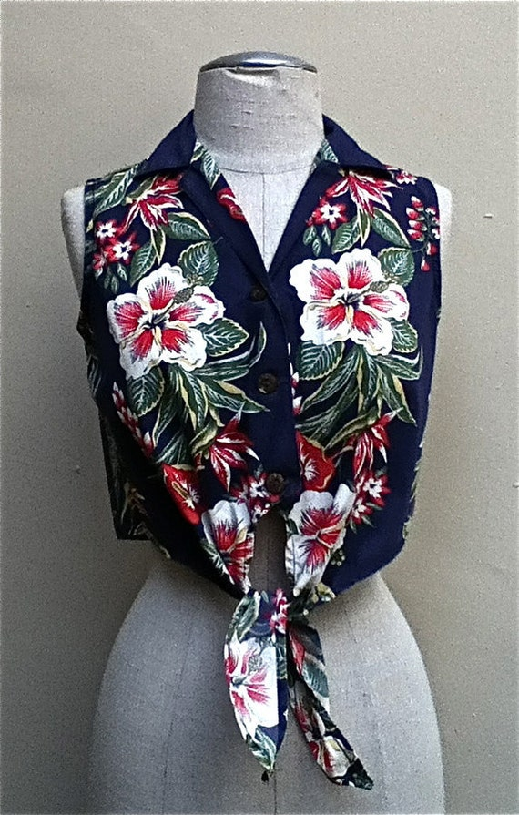 Adorable 1980's Hawaiian Sleeveless cropped button down shirt with bandana tie in front - size small