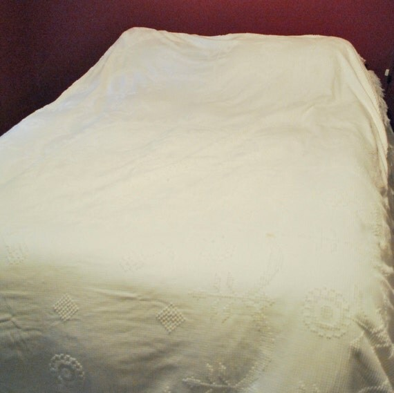 White Chenille Bed spread, vintage bedding / blanket