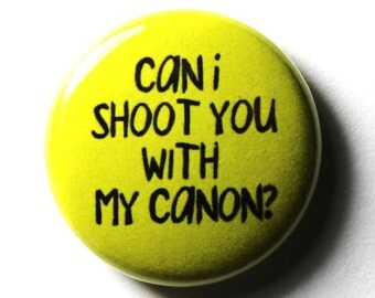 PIN or MAGNET : Green Button, Can I Shoot You With My Canon, 1 inch
