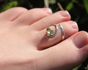 TOE RING - synthetic peridot, silver