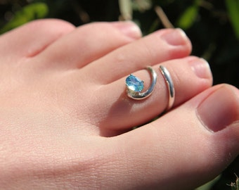 TOE RING - sky blue topaz, silver