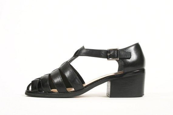 Vtg. 90s Classic Black Leather Strappy Sandals w/ Chunky Block Heel. Buckle. Size 8
