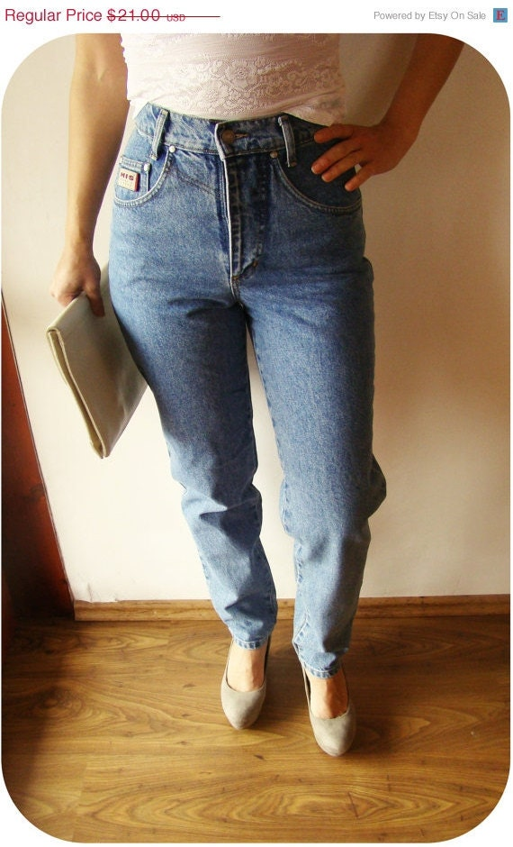 High waisted jeans for women are a modern revamp of the classic 90's fashion trend. Enjoy this high-rise look in a variety of washes and fits guaranteed to give you that look-amazing feeling. Accentuating your waist and hips, high waisted jeans flatter your figure with a naturally sexy, snug fit.