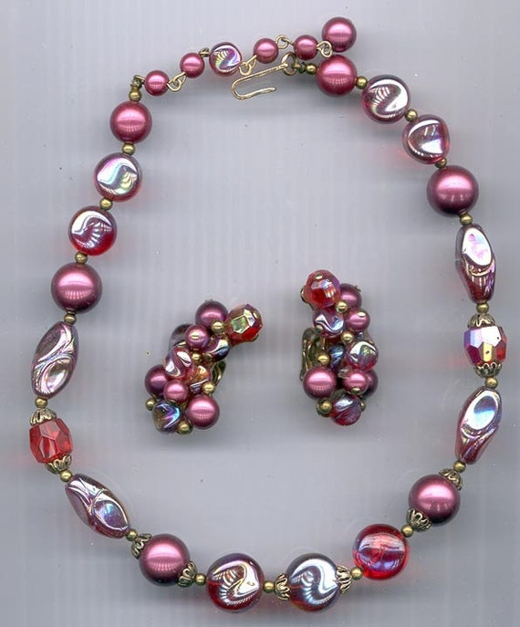 Lovely vintage Trifari beaded choker and earrings in shades of red
