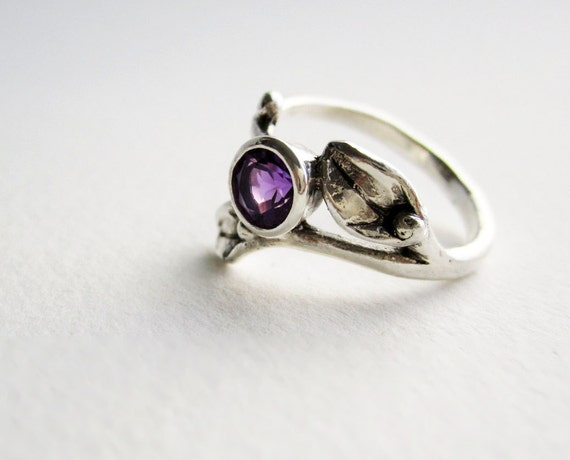 Small Leaf Silver Ring with 5mm Amethyst