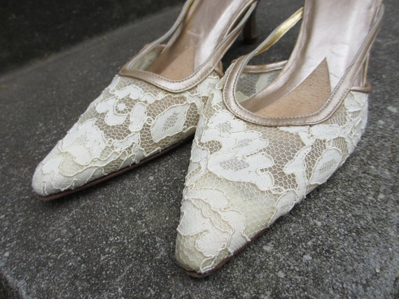 Sale 20% off Vintage Cream Lace Shoes Size 6 - Made by Timothy Hitsman