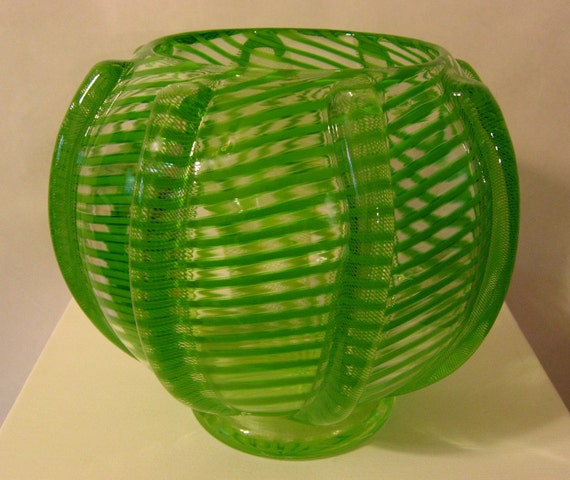 Twisted green bowl