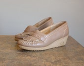 Vintage 1980s Putty Brown Soft Spots Loafer Wedge Shoes .. Size 7