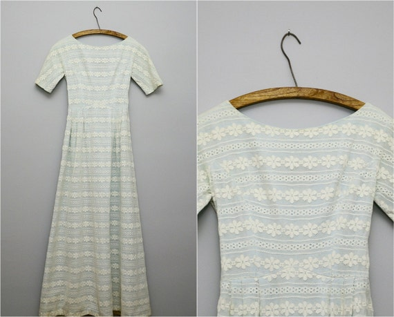 Vintage 1950s Floor Length Daisy Chain Bisque White Lace Dress .. Size XS