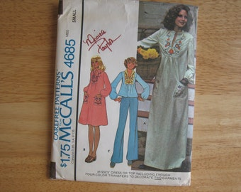 Vintage McCALL'S Carefree Pattern 4685  Misses' Dress or Top with Four-Color Iron-on Transfer 1970's Uncut