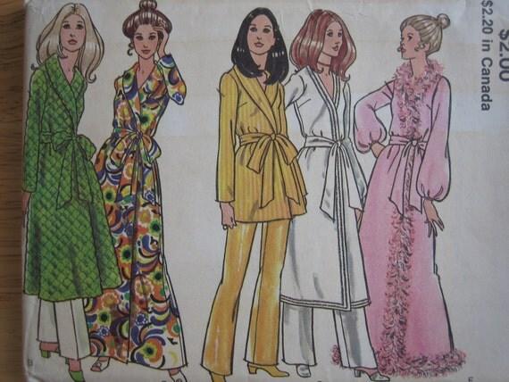 Vintage VOGUE Pattern 7921  Misses' And Women's Robe 1970's  Uncut