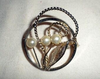 Vintage Gold Tone 3-Pearl Brooch