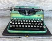 vintage typewriter / Royal 2nd Portable / antique type writer