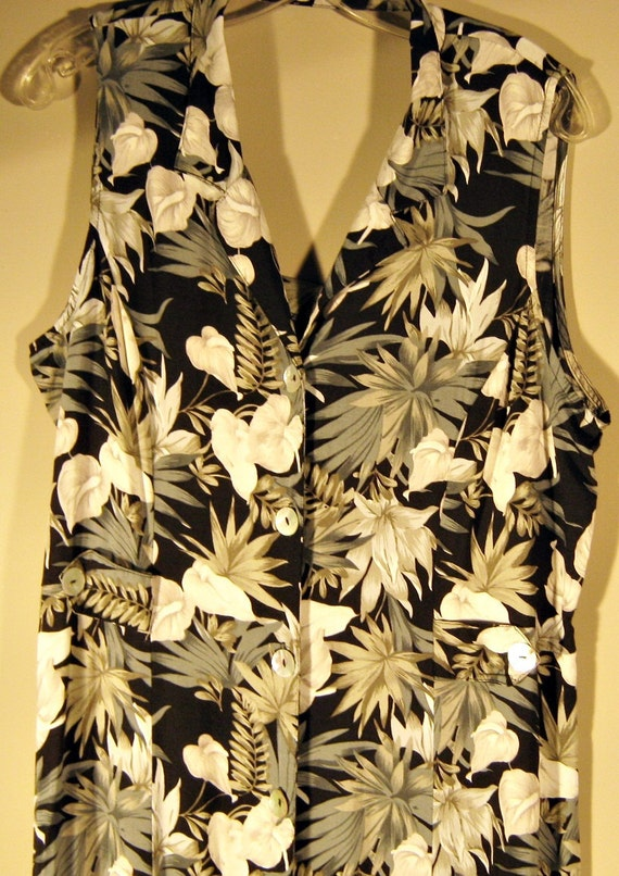 Floral Print Cut-Out-Back Maxi Dress 1980s with  Mother-of-Pearl Buttons