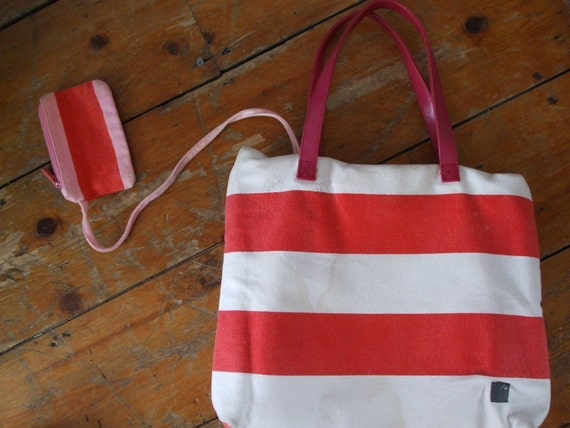 Vintage Orla Kiely red striped beach tote with safety coin purse red