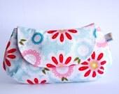 Flowers Clutch Prainha. Pink Cosmetic clutch. Ready to ship