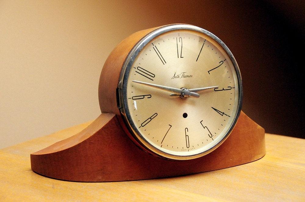 Early Mid Century Dynaire Mantel Clock By Seth Thomas
