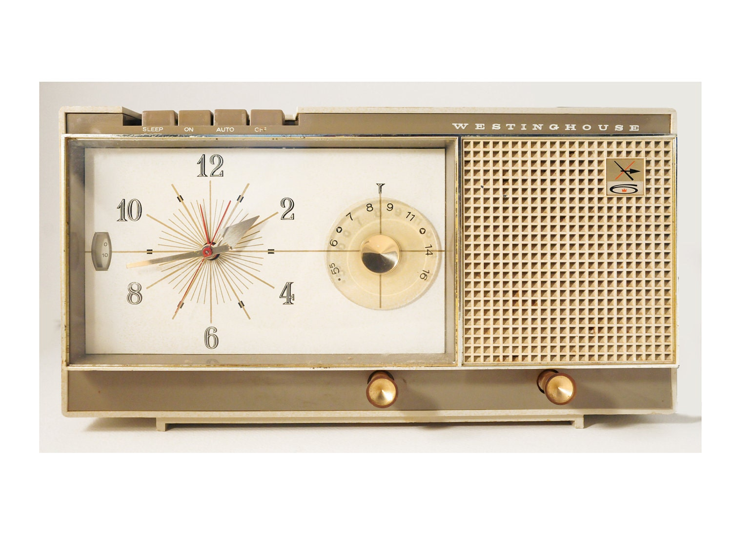 Mid Century Modern Clock Radio With Retro Styling And Vintage