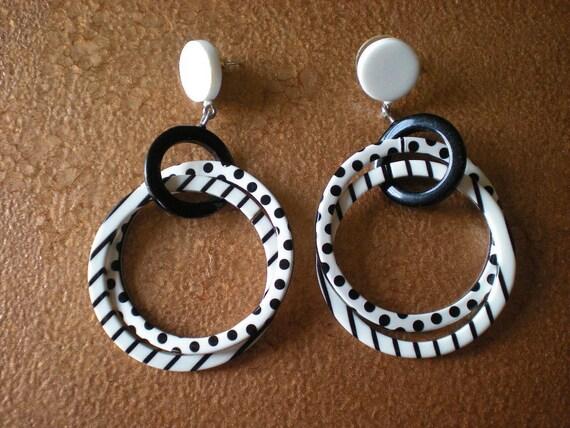Earrings Black and White Hoop Post Vintage